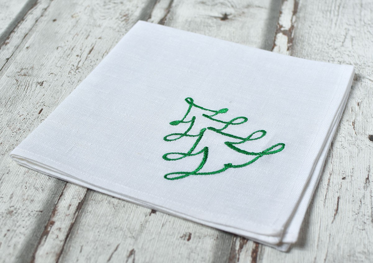 "картинка Белая салфетка с вышивкой ""Елочка контур"" - DishWishes.Ru"