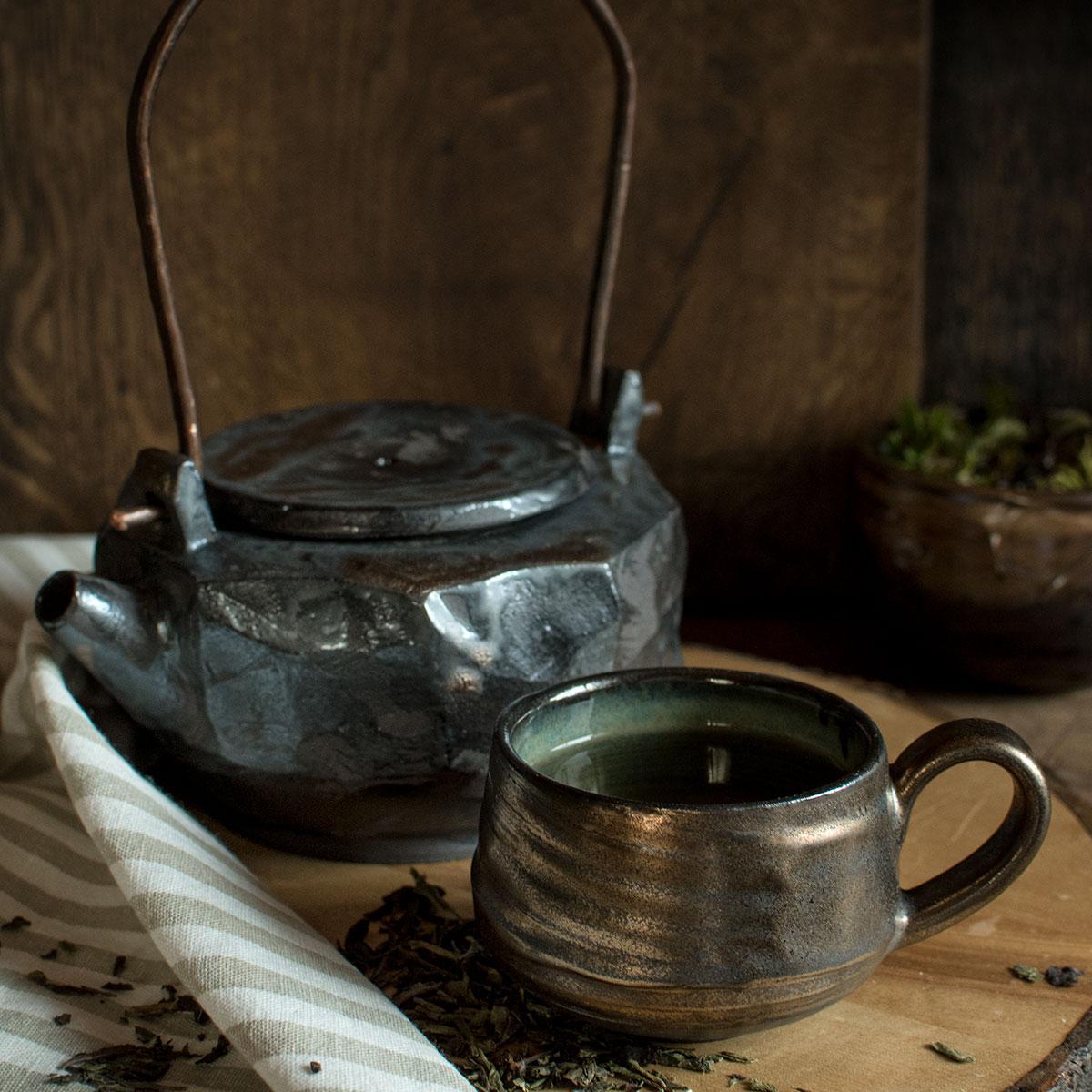 картинка Керамический чайник с металлической ручкой 4 - DishWishes.Ru