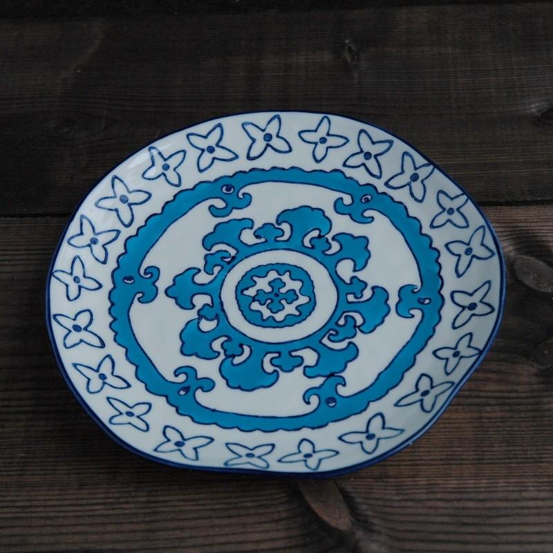 картинка Тарелка с живописными узорами - DishWishes.Ru