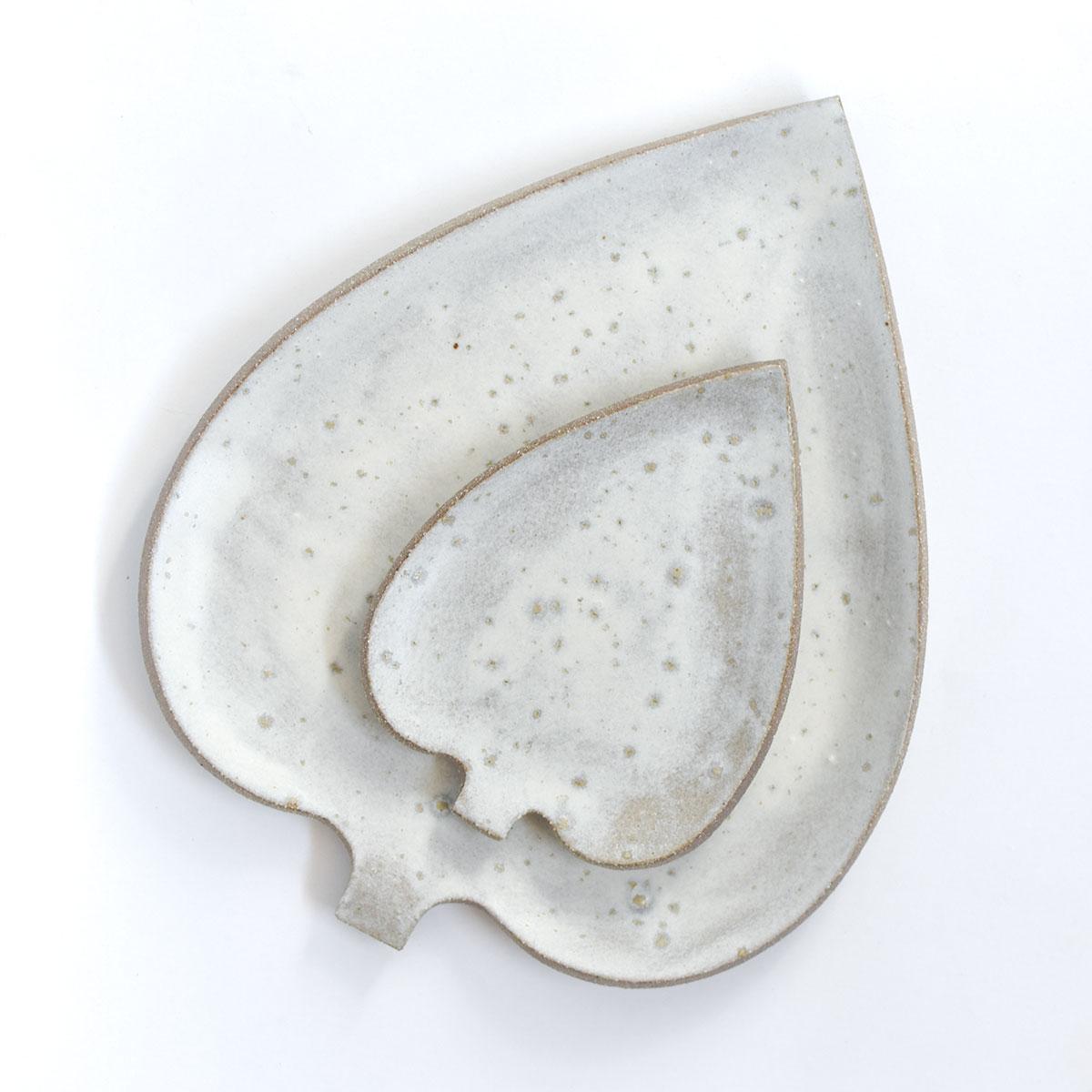 "картинка Керамическая тарелка ""Белый лист"" малый - DishWishes.Ru"