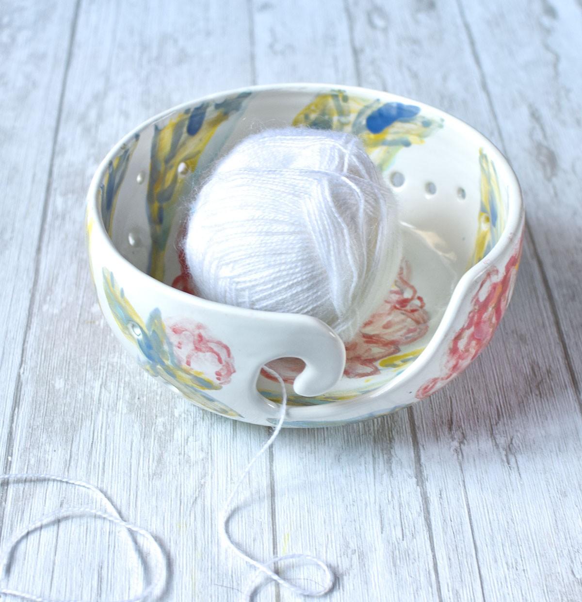 картинка Керамическая клубочница с росписью - DishWishes.Ru