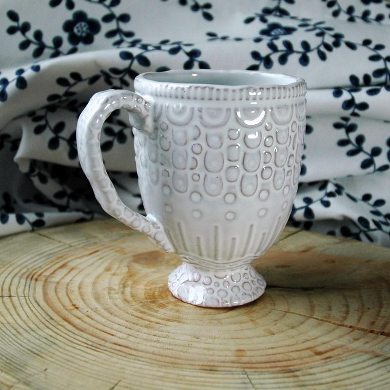 картинка Изящная кружка из коричневой глины - DishWishes.Ru