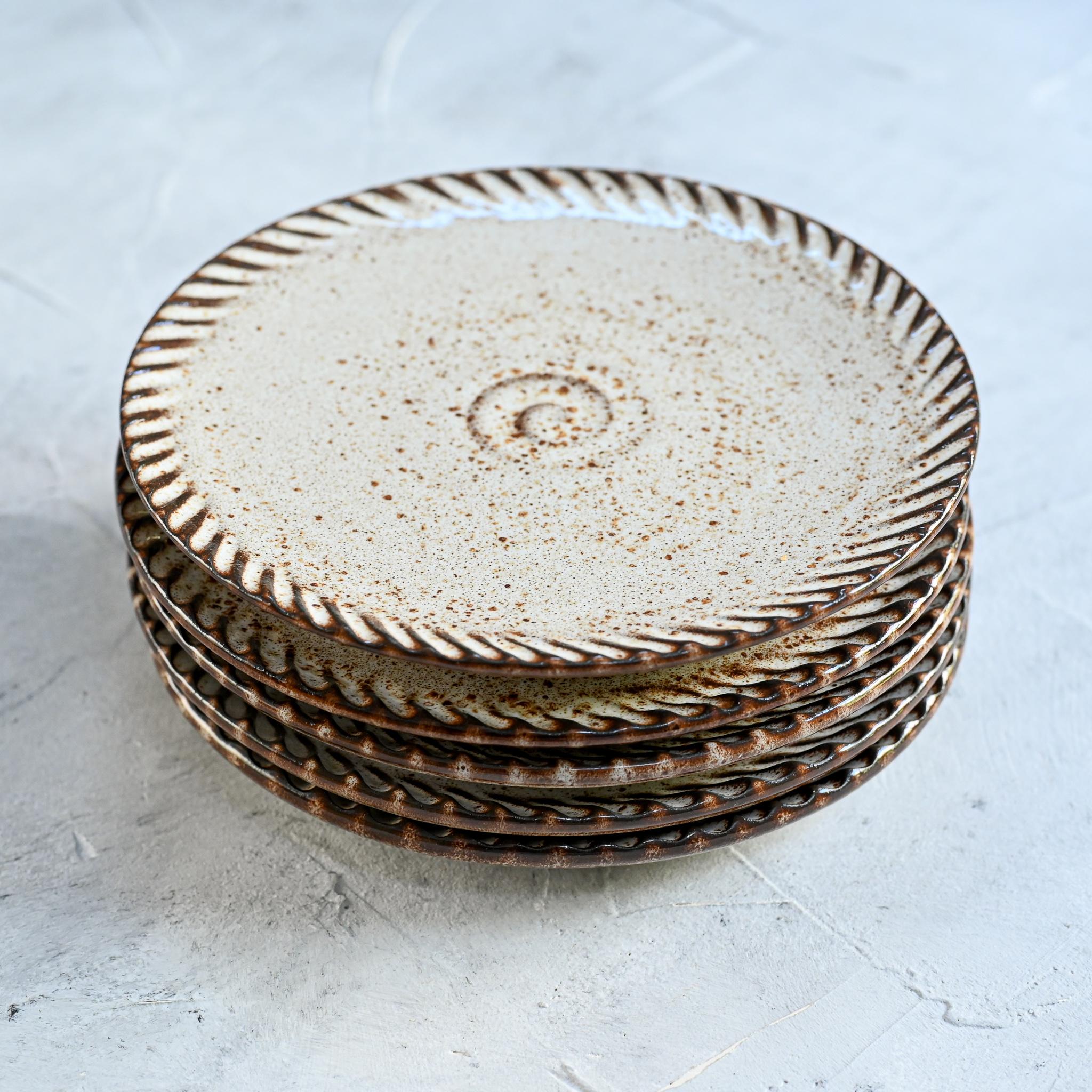 """картинка Керамическая тарелка из серии """"Линии"""" 16,5 см - DishWishes.Ru"""