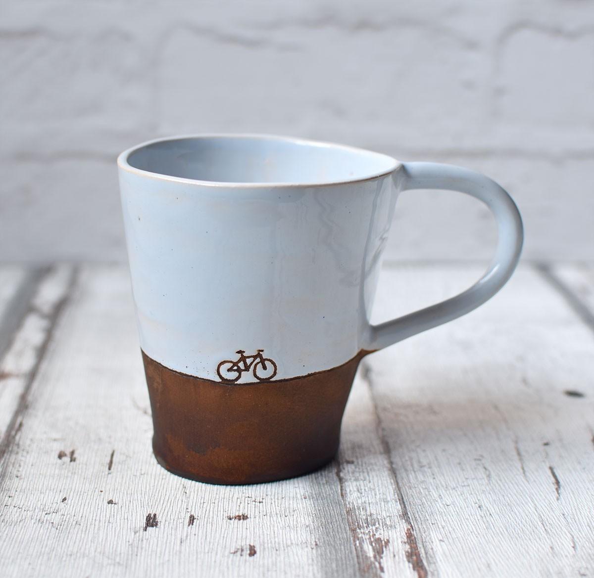 картинка Чашка-конус с велосипедом - DishWishes.Ru