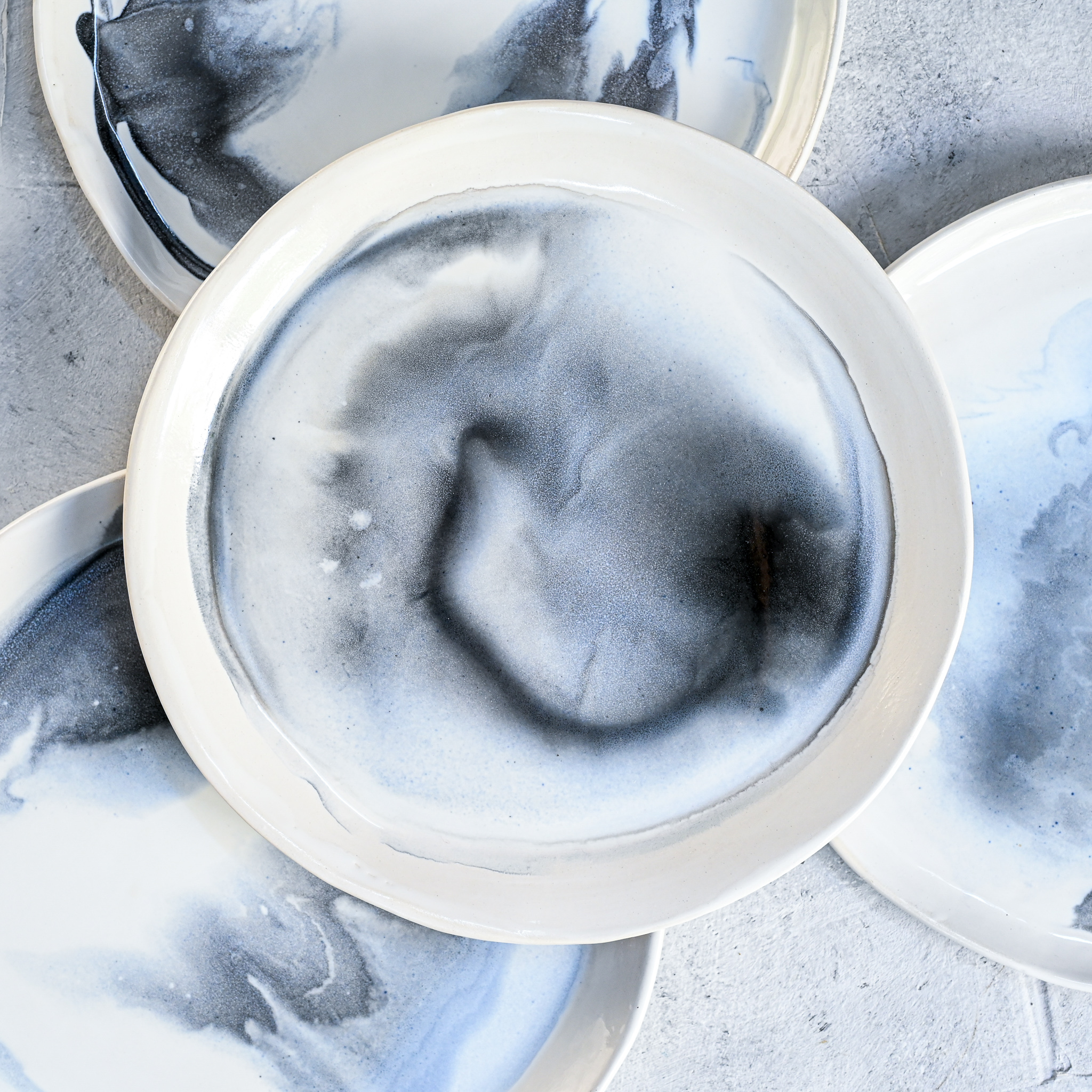 """картинка Керамическая тарелка """"Грозовые облака"""" большая - DishWishes.Ru"""