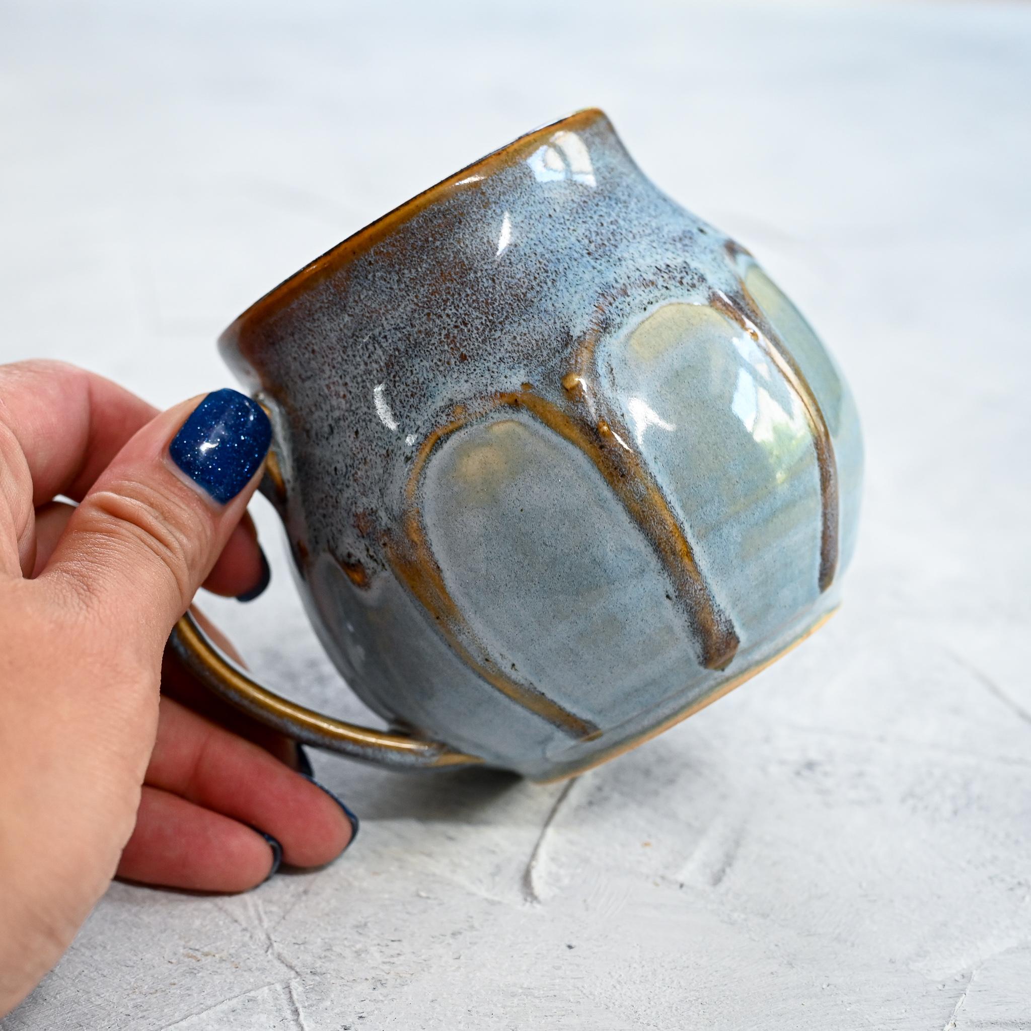 """картинка Небольшая кружка ручной работы из серии """"Карамельки"""" 7 - DishWishes.Ru"""