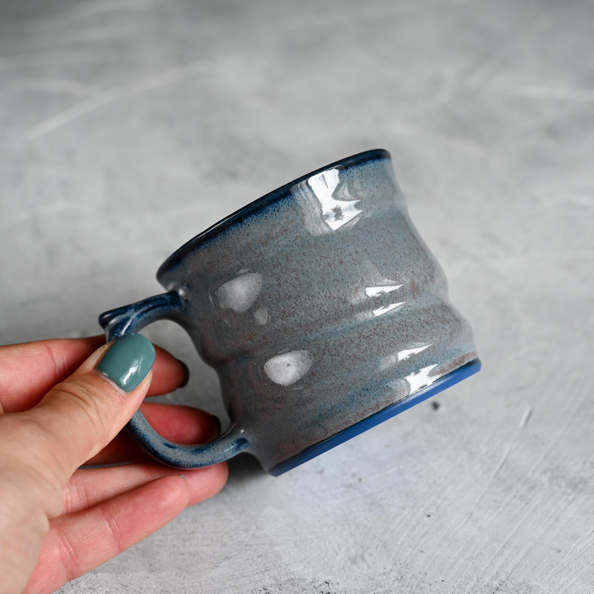картинка Кружка из синего фарфора малая лиловая - DishWishes.Ru