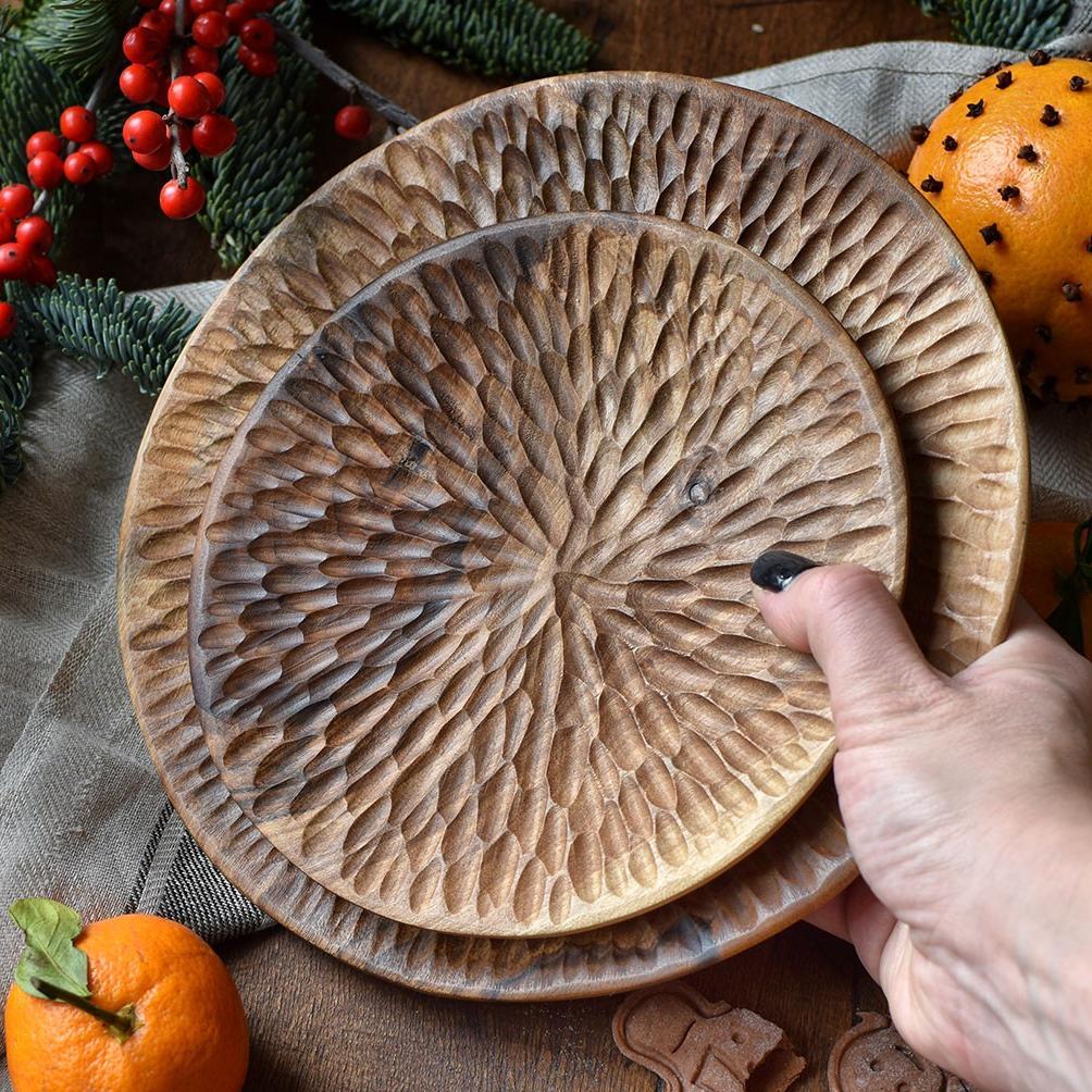картинка Фактурная деревянная тарелка большая - DishWishes.Ru