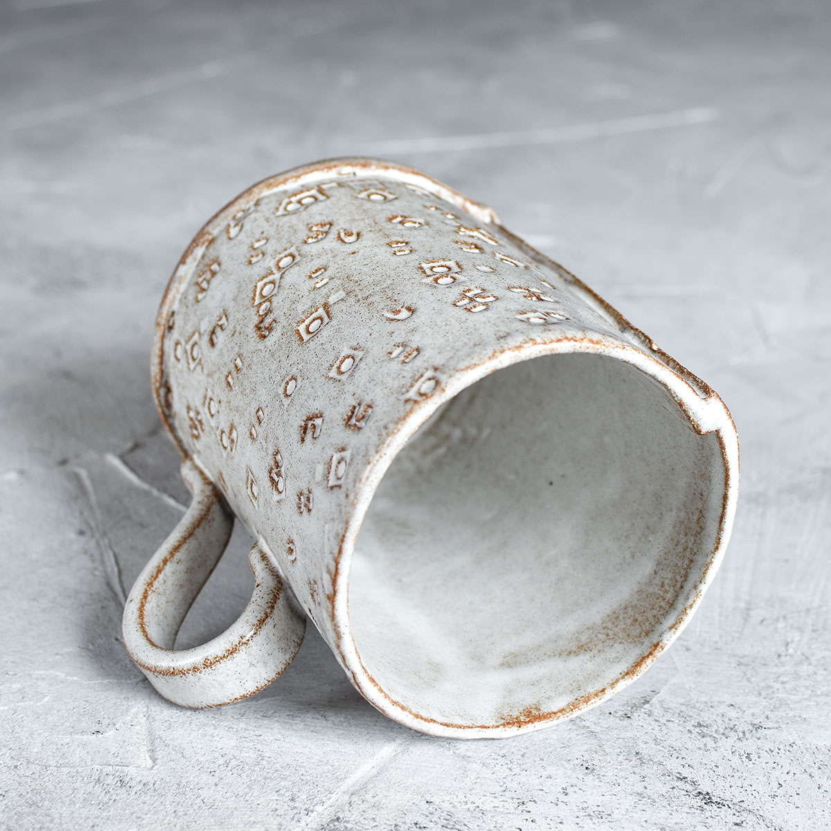 картинка Кружка из пласта с рельефом 1 - DishWishes.Ru