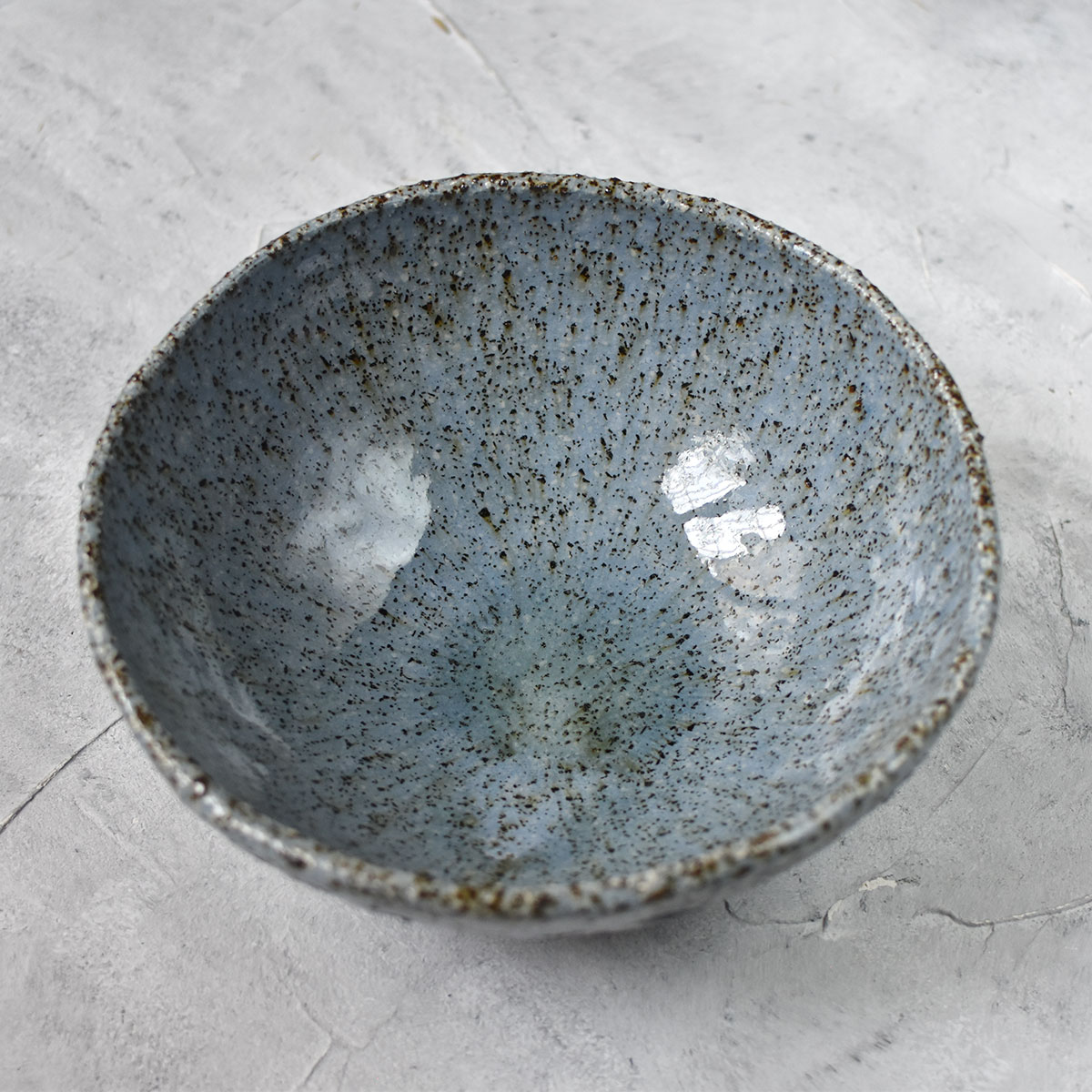 "картинка Керамический салатник ""Мокрый асфальт"" - DishWishes.Ru"