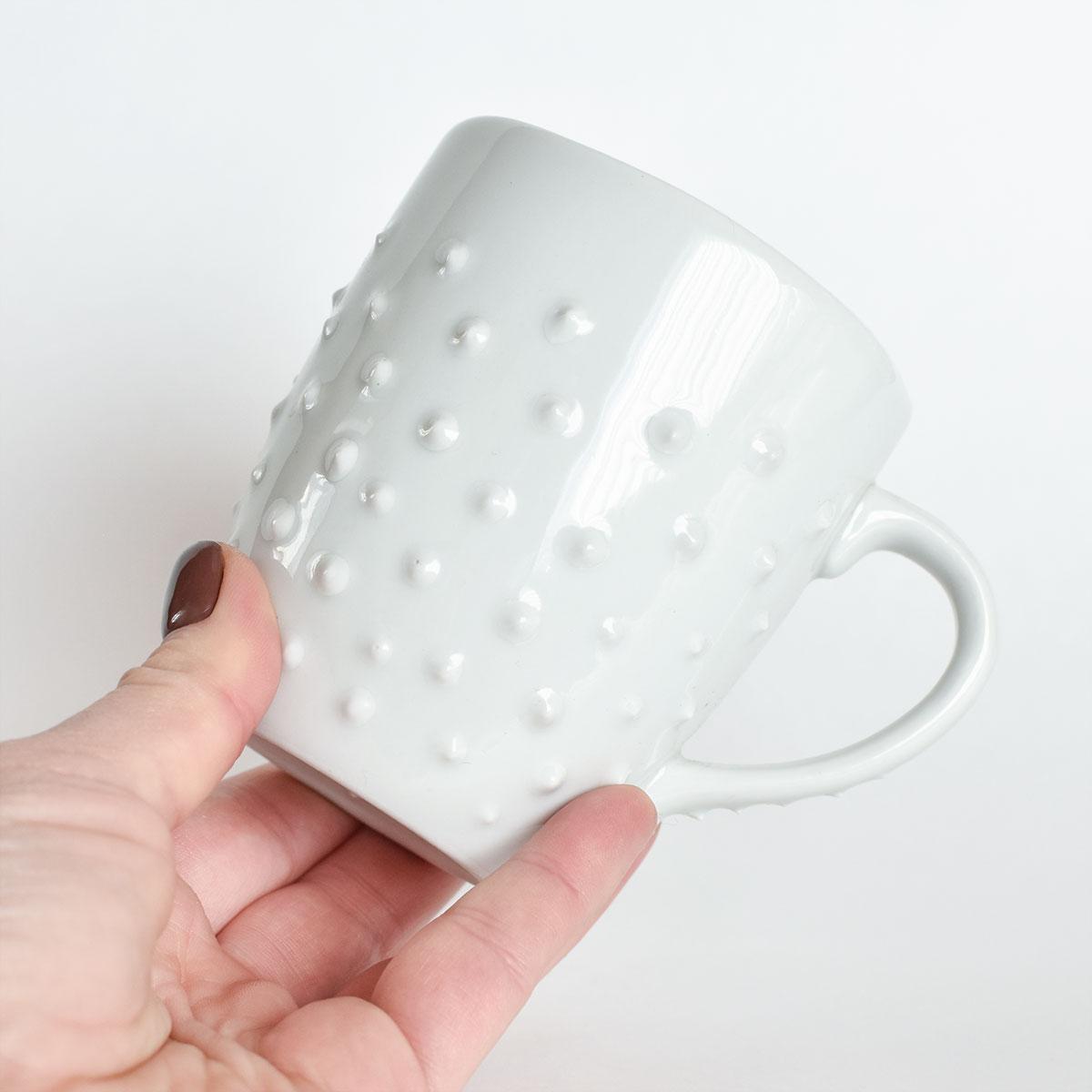 картинка Средняя белая кружка с шипами 3 - DishWishes.Ru