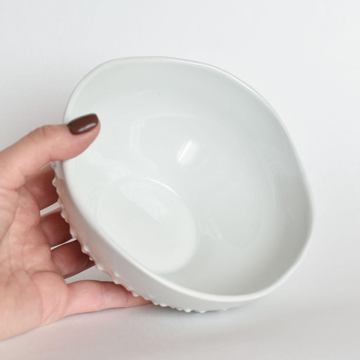 картинка Белый салатник с шипами - DishWishes.Ru