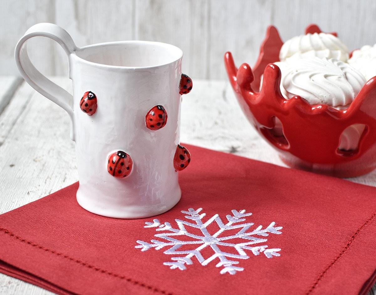 """картинка Красная салфетка с вышивкой """"Снежинка"""" - DishWishes.Ru"""