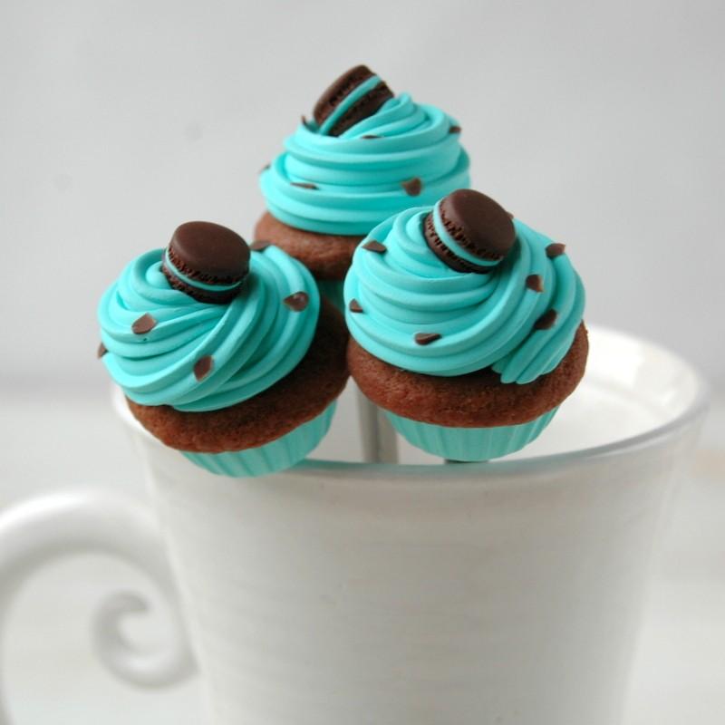 картинка Чайная ложка с мятным капкейком - DishWishes.Ru