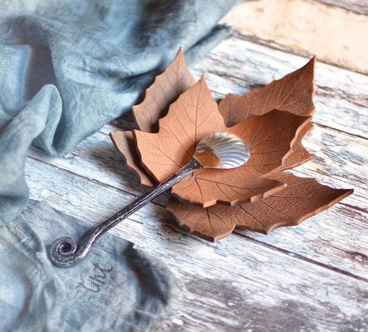 картинка Кованая ложка для икры - DishWishes.Ru