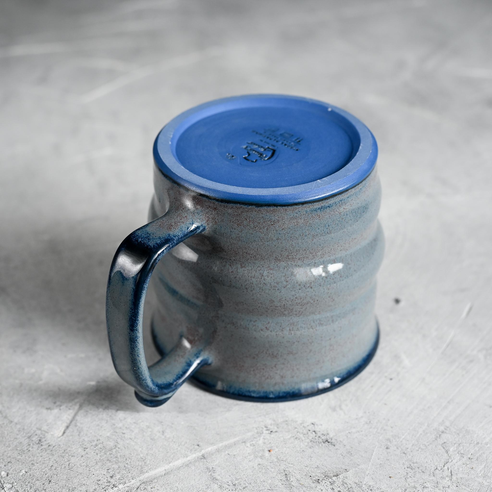 картинка Кружка из синего фарфора большая лиловая - DishWishes.Ru