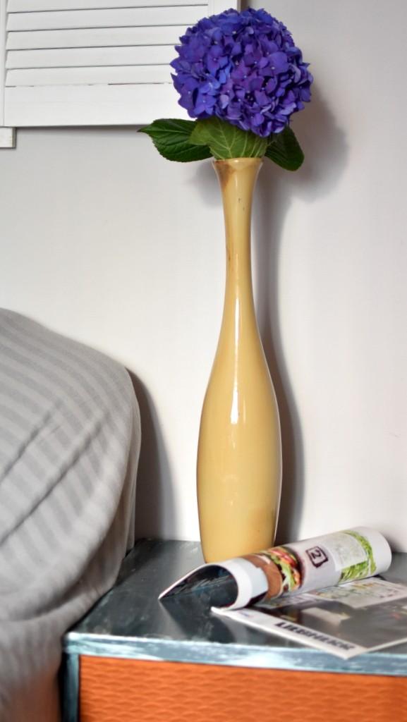 картинка Высокая керамическая ваза - DishWishes.Ru