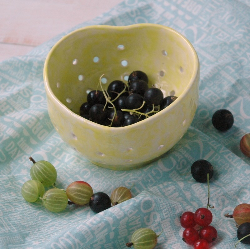 картинка Керамический дуршлаг для ягод - DishWishes.Ru