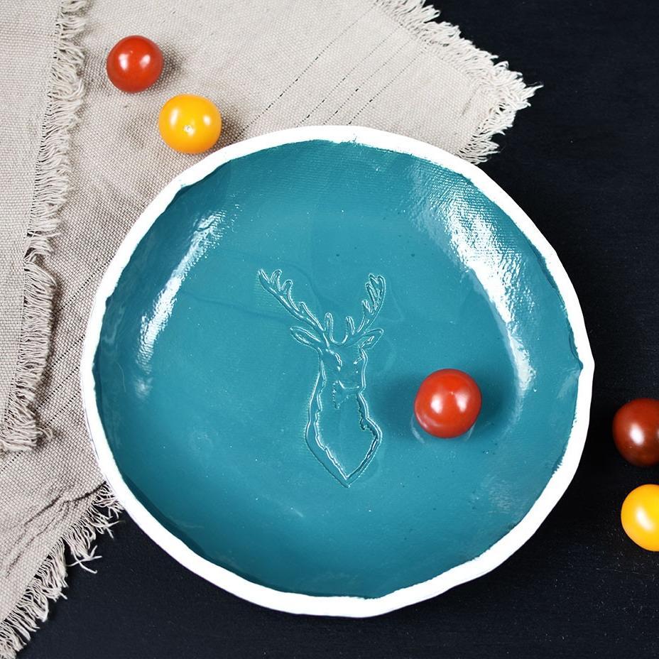 """картинка Керамическая тарелка ручной работы """"Олень"""" - DishWishes.Ru"""