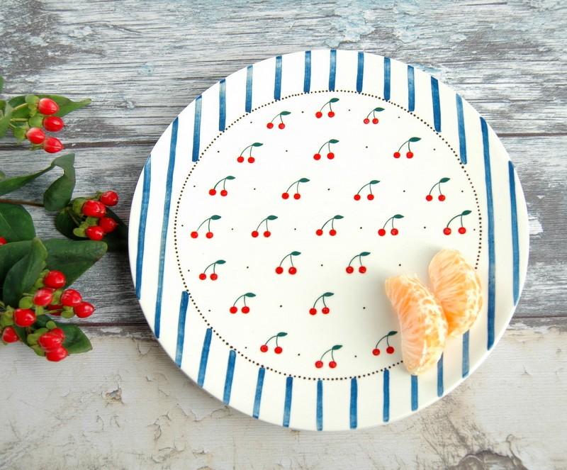 """картинка Керамическая тарелка с авторской росписью """"Вишенки"""" - DishWishes.Ru"""