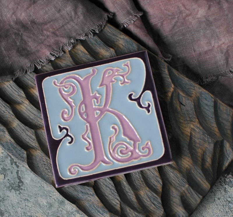 """картинка Керамический изразец с буквой """"К"""" - DishWishes.Ru"""