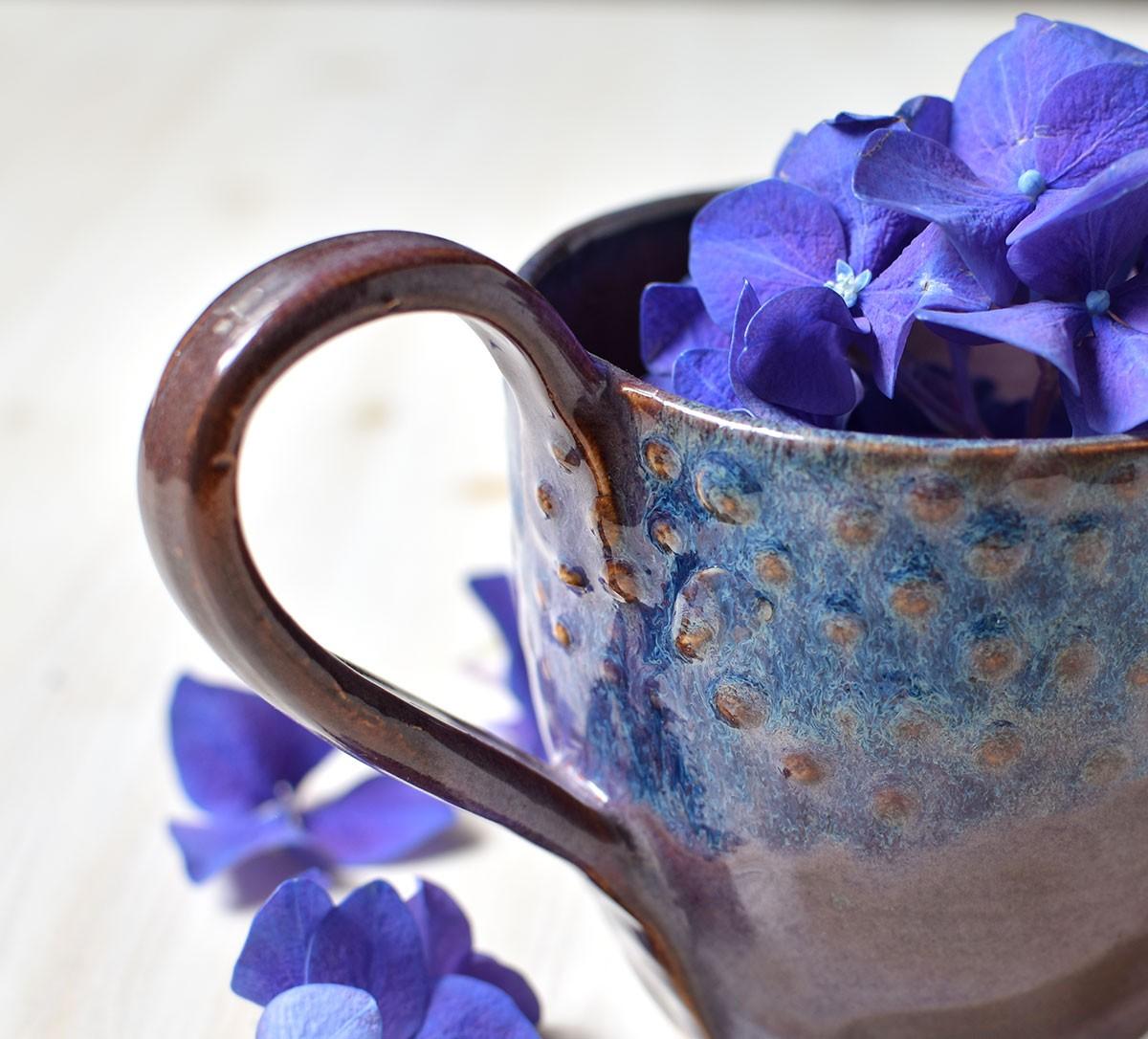 """картинка Чашка ручной работы """"Лиловые пупырышки"""" - DishWishes.Ru"""
