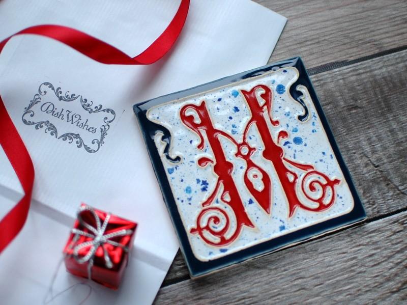 """картинка Керамический изразец с буквой """"М"""" - DishWishes.Ru"""