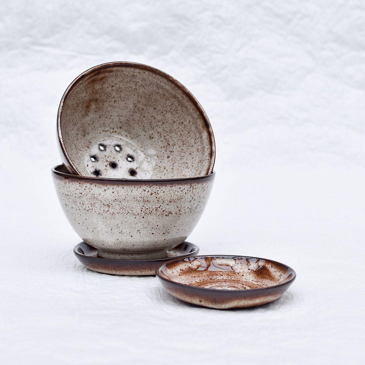 картинка Керамический дуршлаг для ягод с блюдцем - DishWishes.Ru