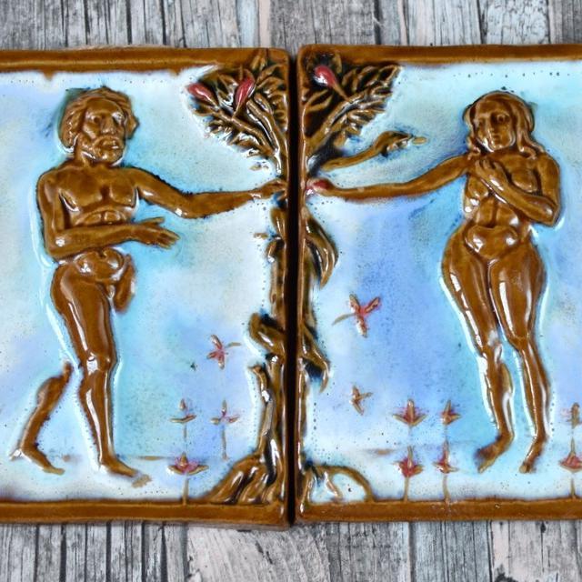 """картинка Пара керамических изразцов ручной работы """"Адам и Ева"""" - DishWishes.Ru"""