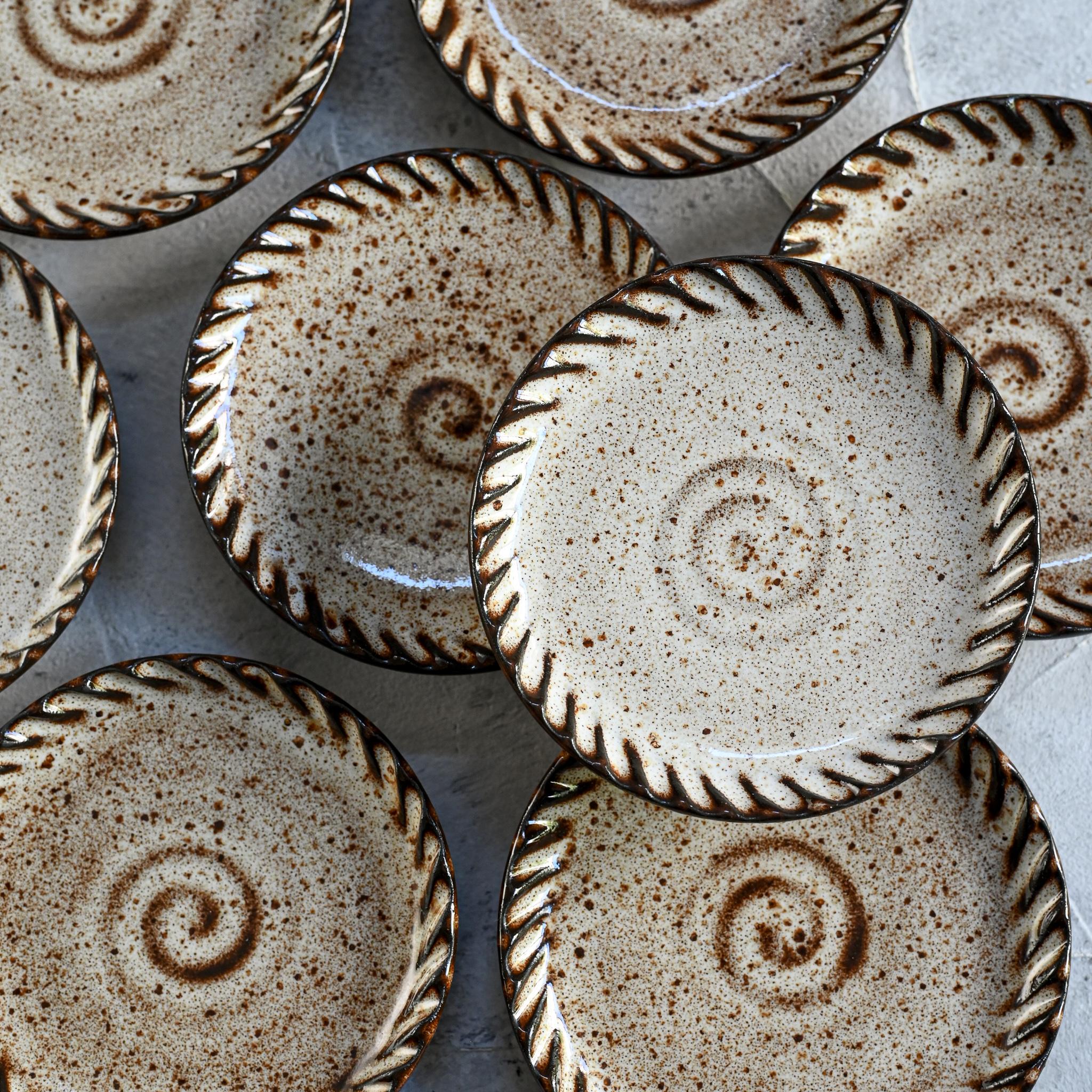 """картинка Керамическая тарелка из серии """"Линии"""" 10 см - DishWishes.Ru"""