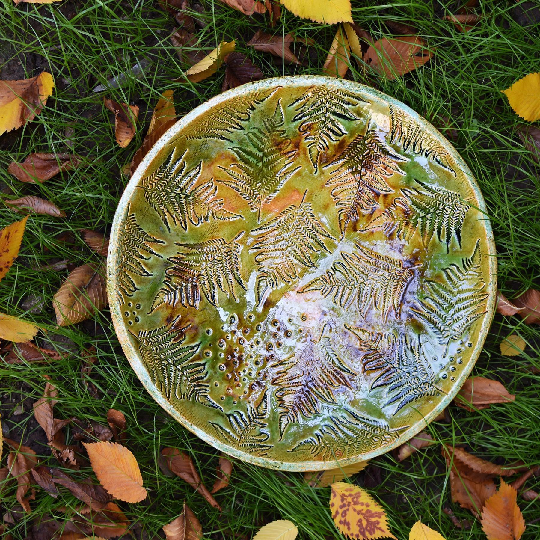 картинка Большое блюдо с папоротниками - DishWishes.Ru