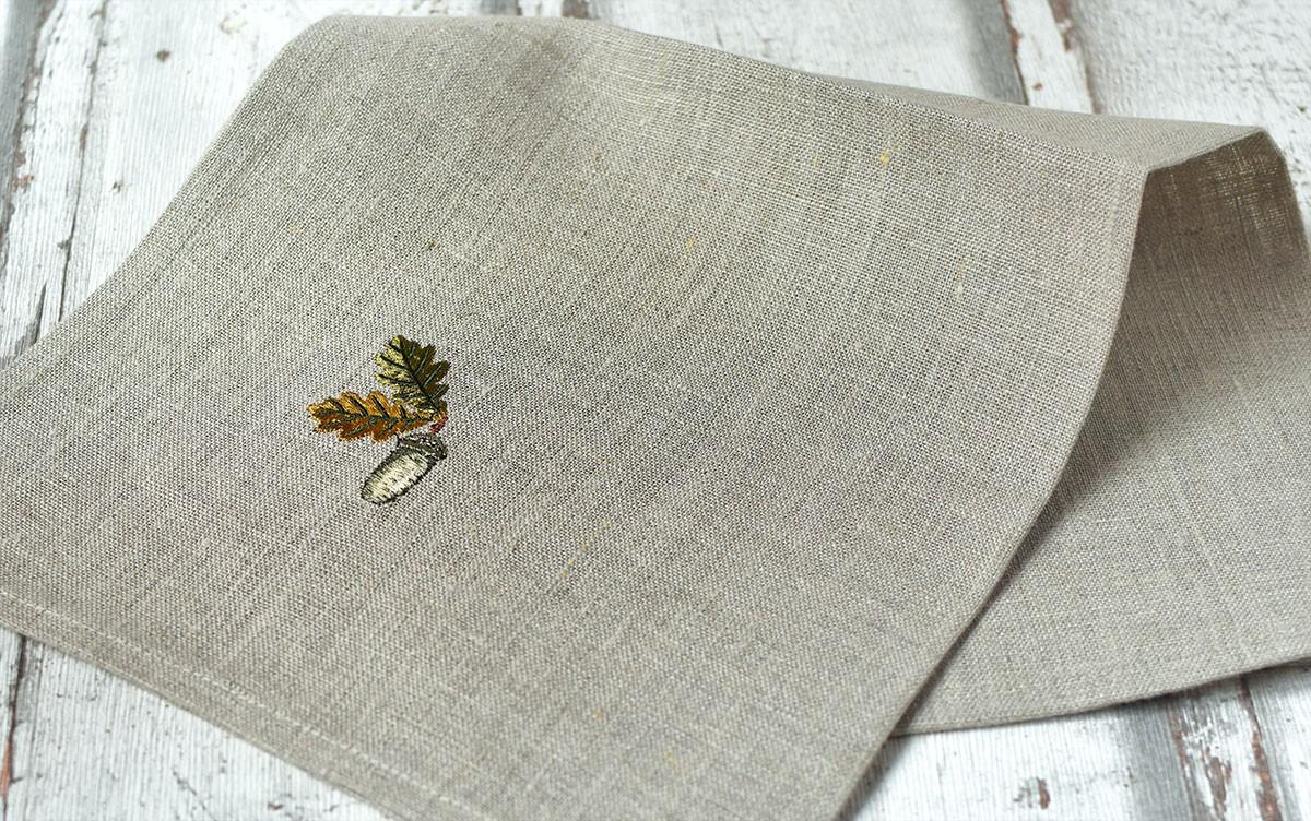 "картинка Льняная салфетка с вышивкой ""Желудь"" - DishWishes.Ru"