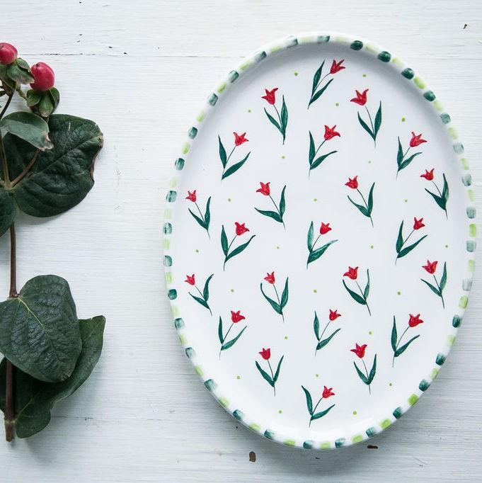 "картинка Овальная тарелка ""Тюльпаны"" - DishWishes.Ru"