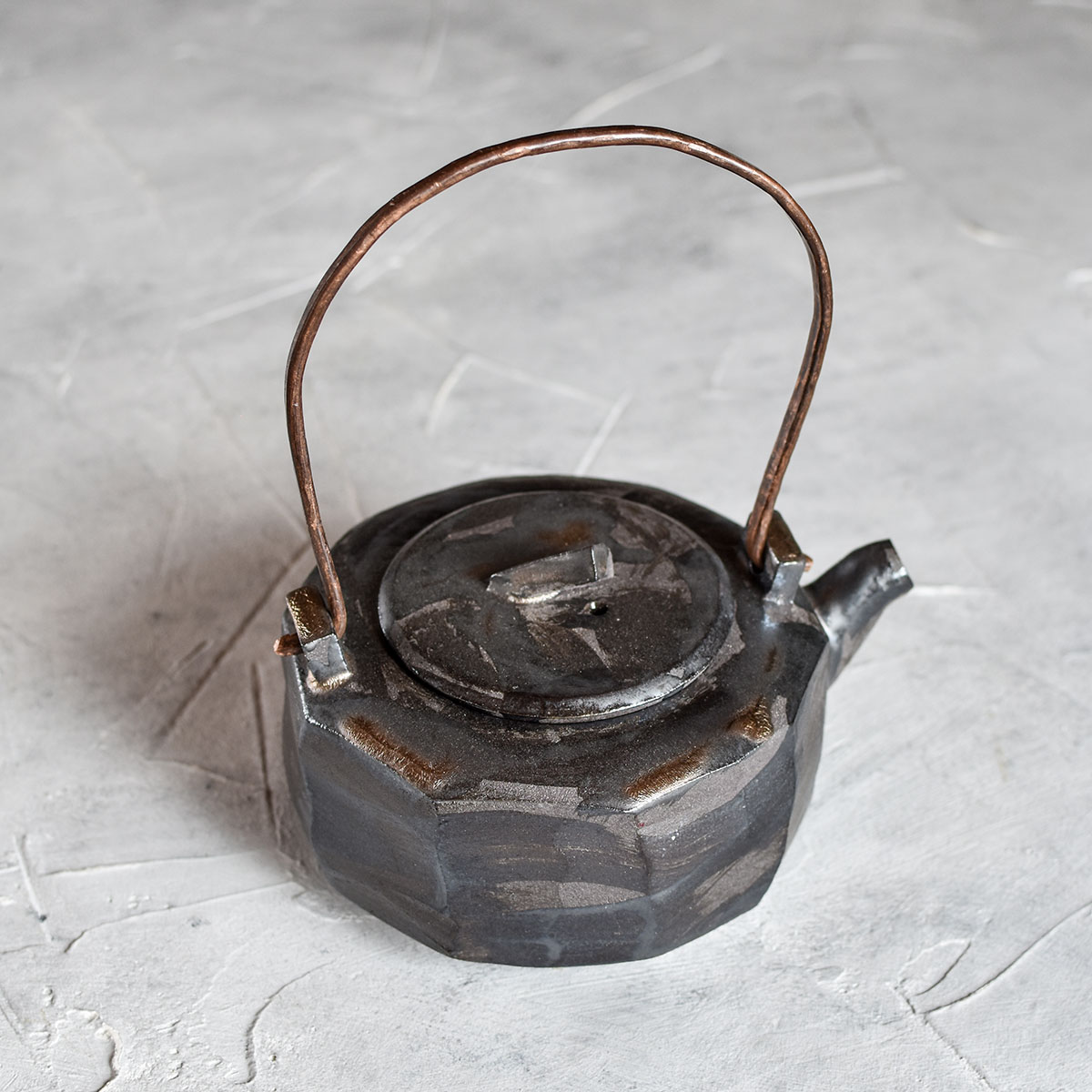 картинка Керамический чайник с металлической ручкой 1 - DishWishes.Ru