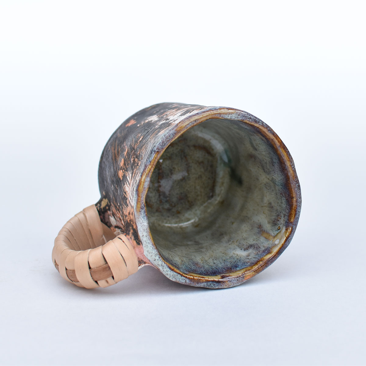 картинка Лепная кружка с оплетенной ручкой 07 - DishWishes.Ru