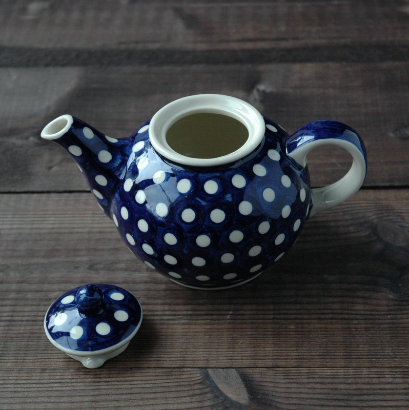 картинка Синий чайник с белыми горохами - DishWishes.Ru