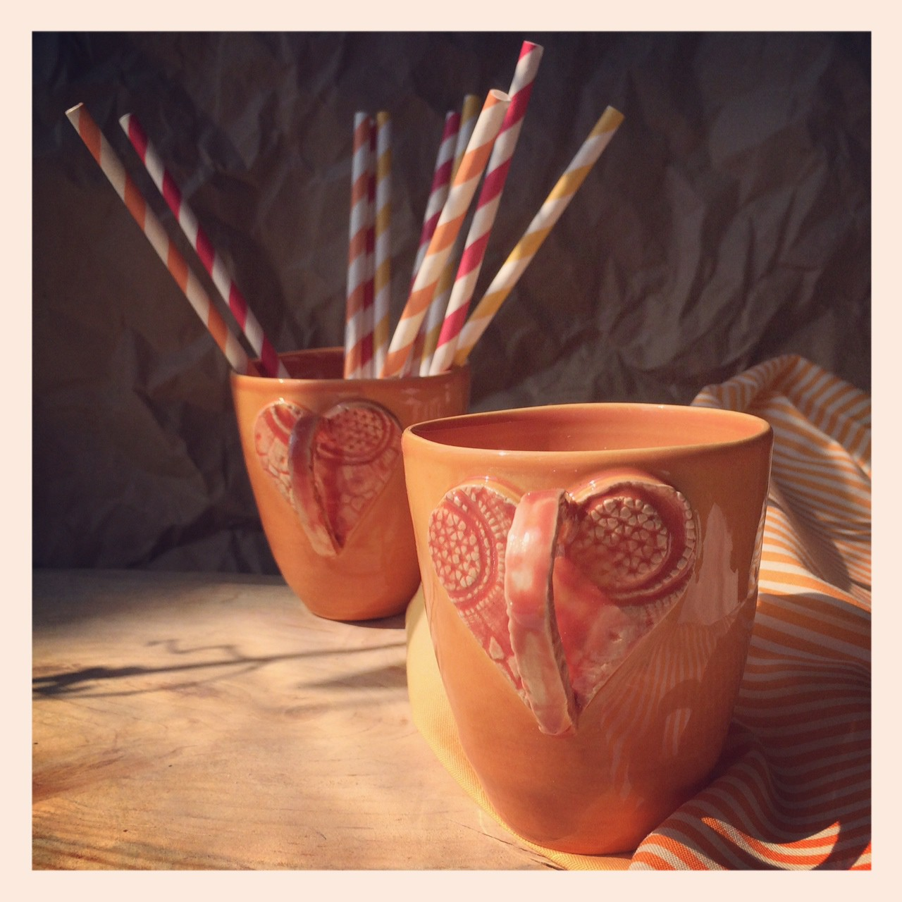 картинка Чашка с кружевным сердцем - DishWishes.Ru