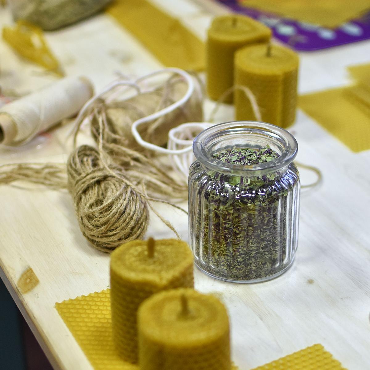 Новогоднее волшебство в Девишечной: Свечи из вощины.