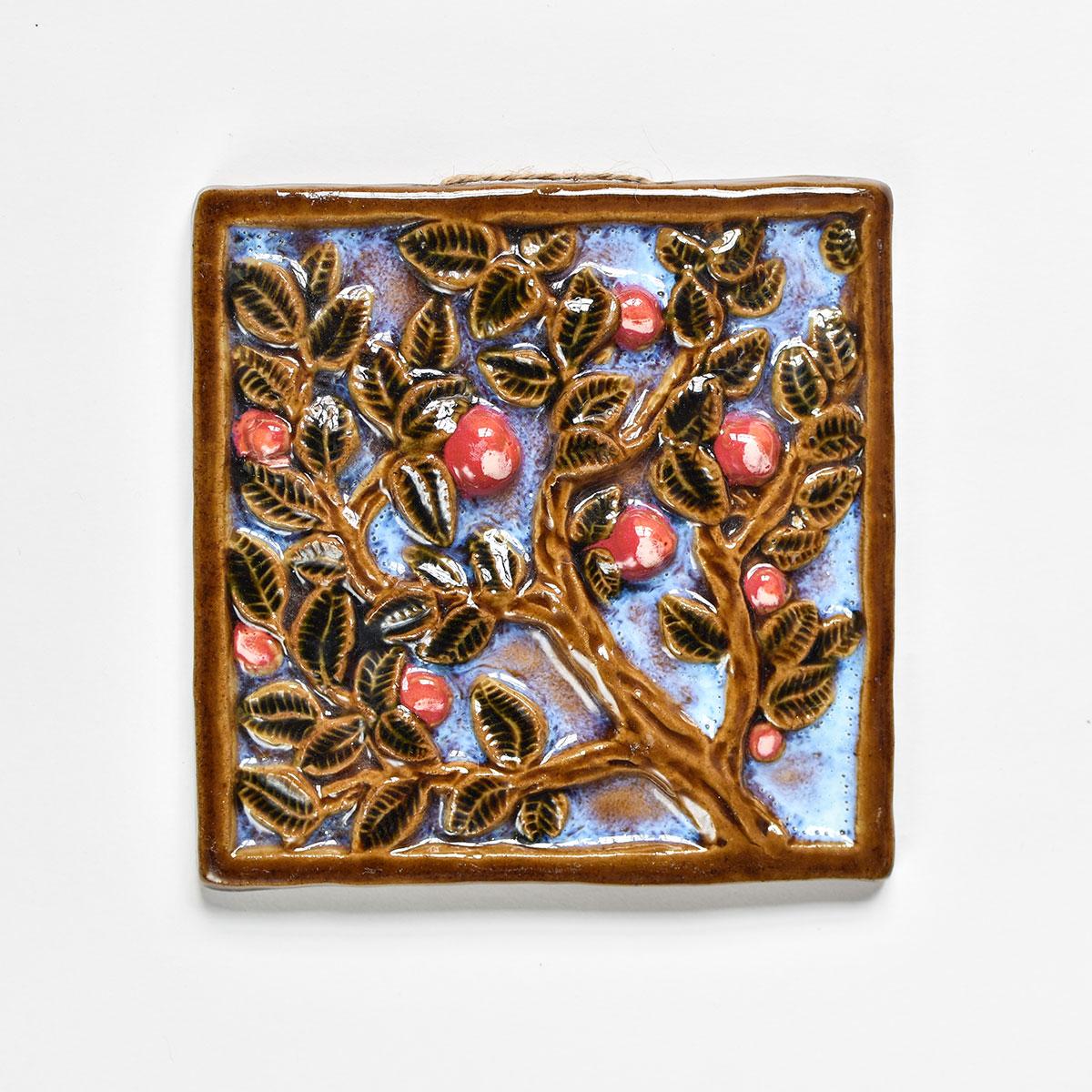 """картинка Изразец ручной работы """"Ветка с яблоками"""" сумерки - DishWishes.Ru"""