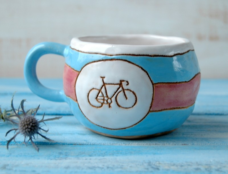 """картинка Чашка розовая полосатая """"Велосипед"""" - DishWishes.Ru"""