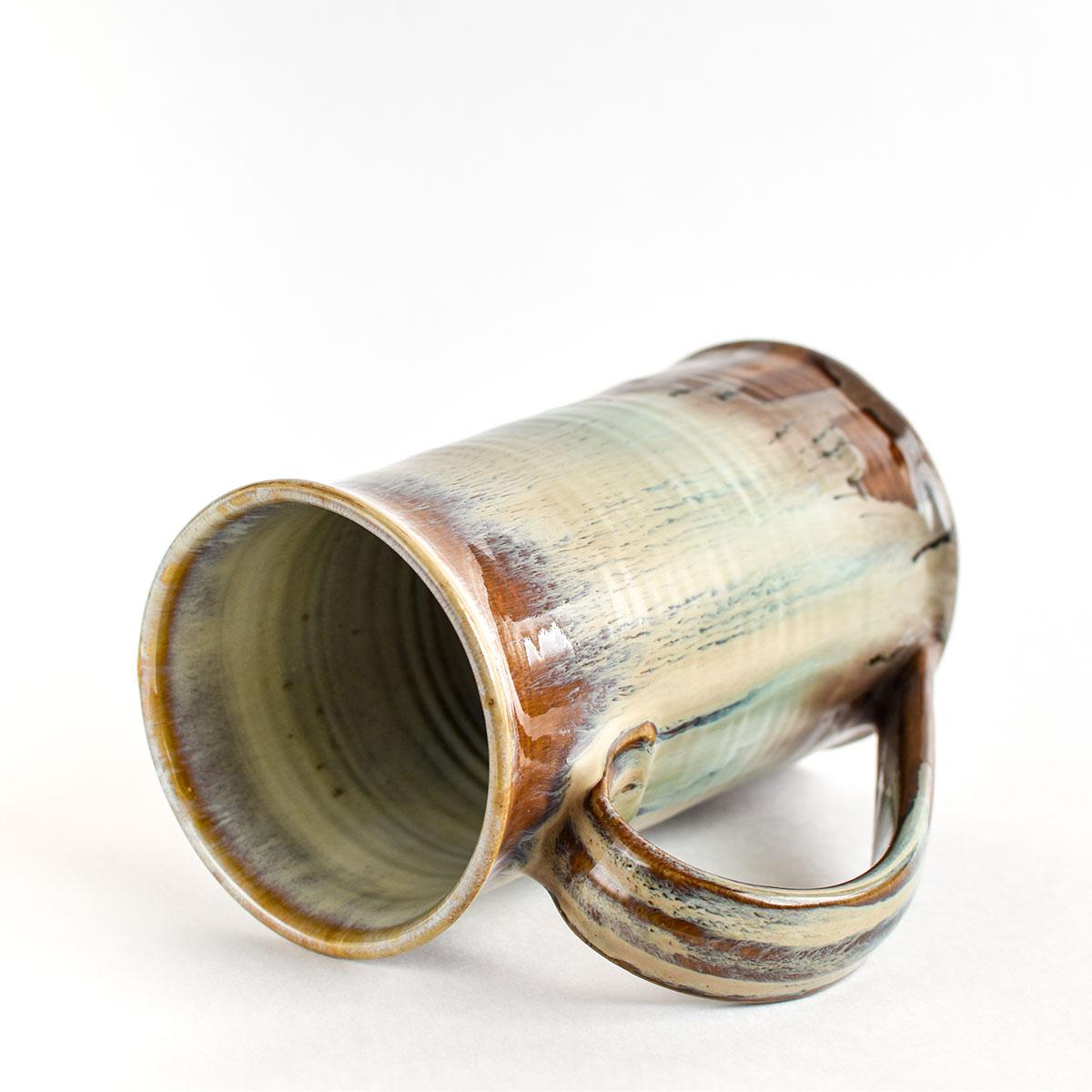 картинка Яркая пивная кружка ручной работы бежевая - DishWishes.Ru