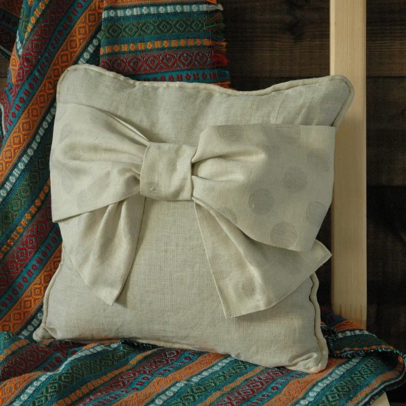 картинка Декоративная подушка с бантом - DishWishes.Ru