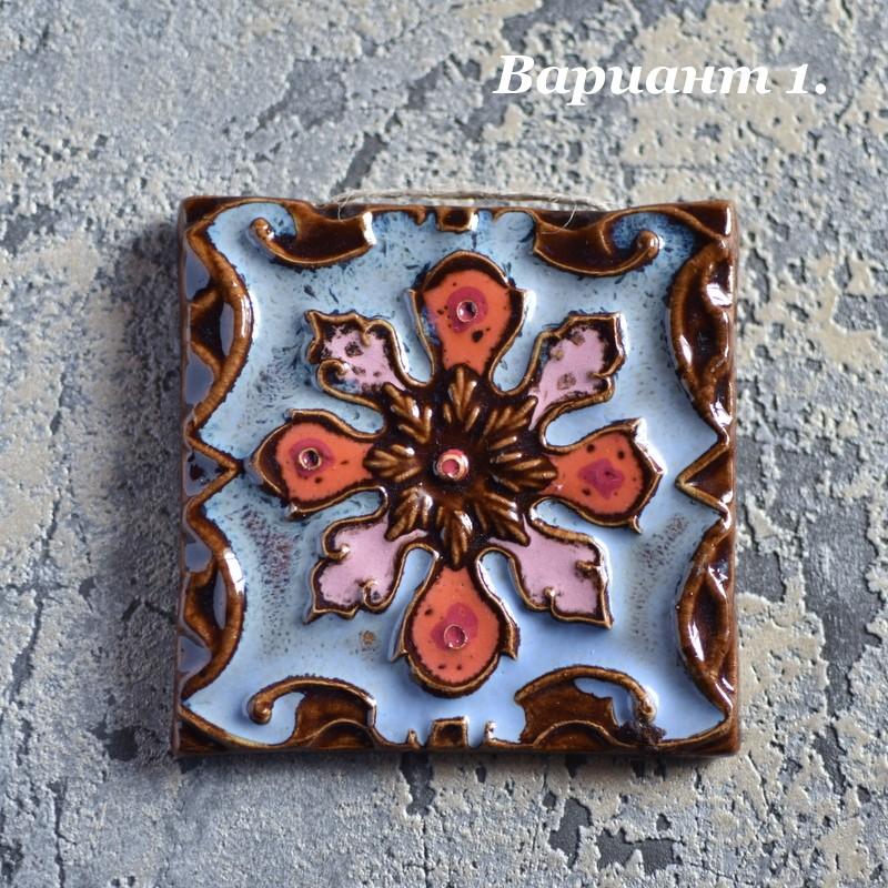картинка Малый изразец ручной работы с цветным узором - DishWishes.Ru