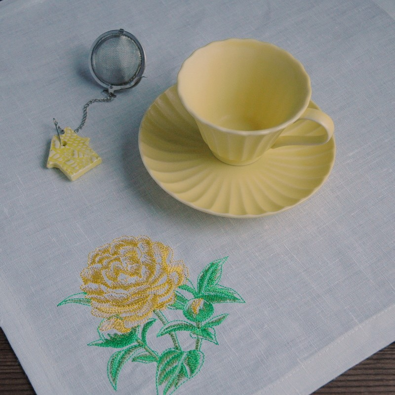 "картинка Салфетка ""Желтый пион"" - DishWishes.Ru"
