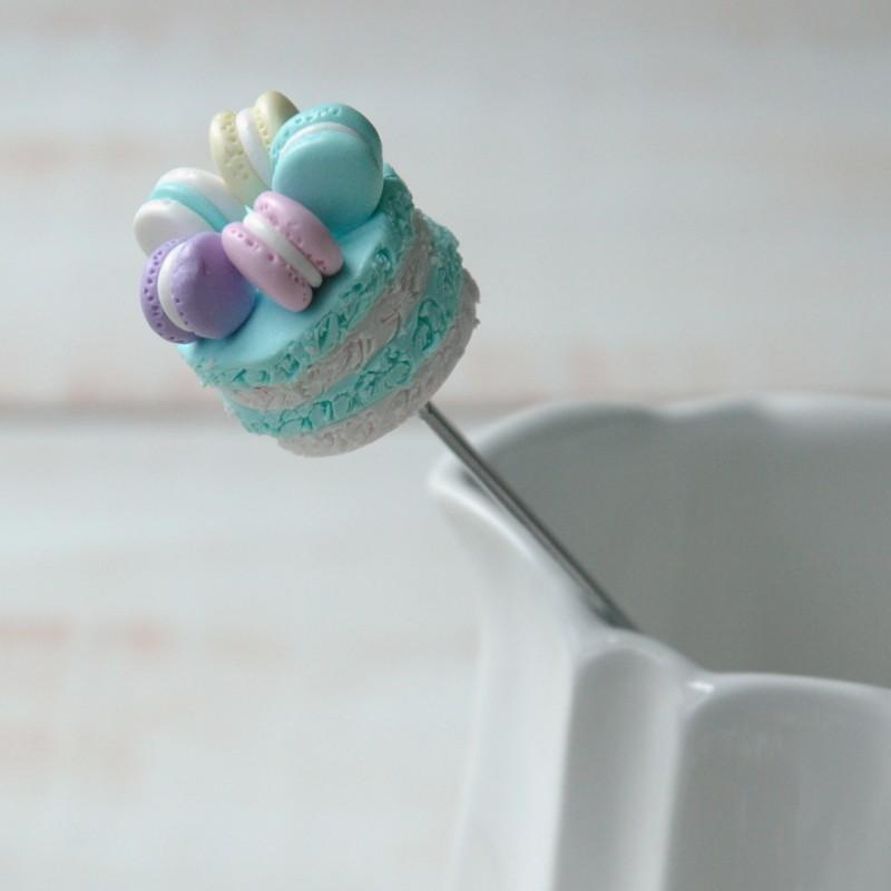 "картинка Чайная ложка ""Торт бисквитный с макаронс"" - DishWishes.Ru"