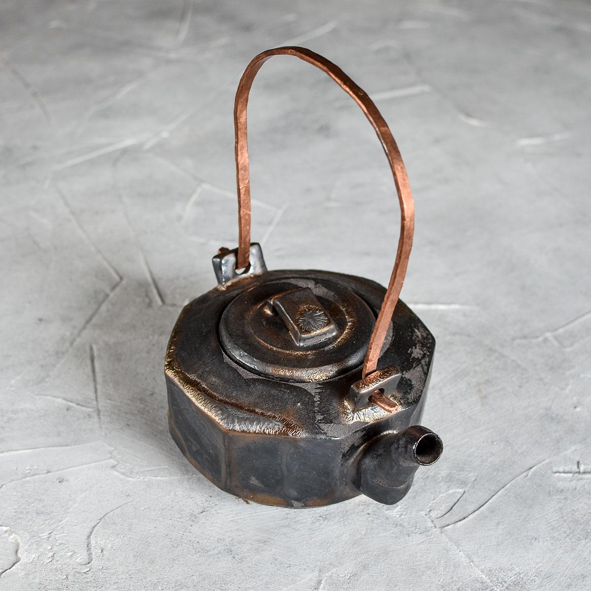 картинка Керамический чайник с металлической ручкой 3 - DishWishes.Ru