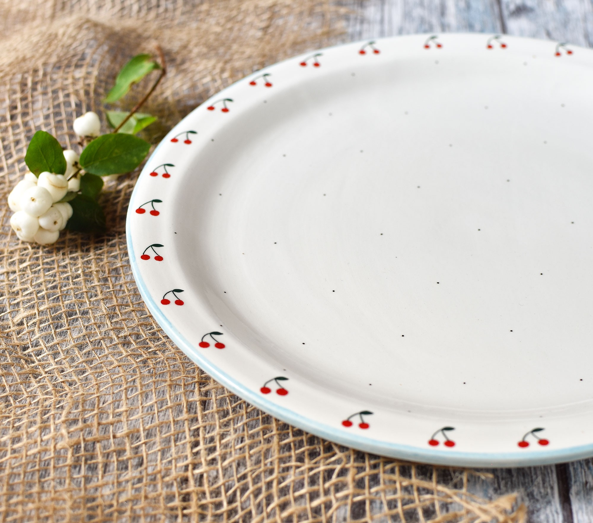 "картинка Керамическое блюдо ""Вишенки"" - DishWishes.Ru"